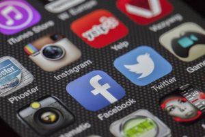 social media presenter