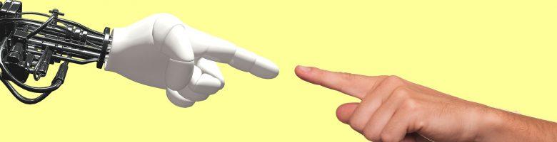 De hand van een robot en de hand van een mens